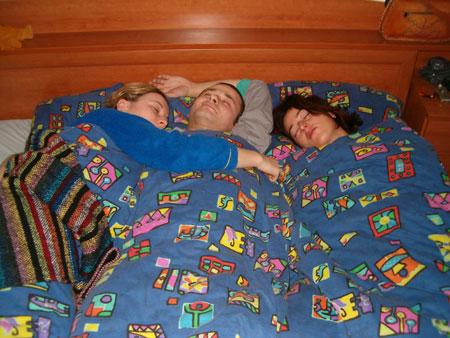 u krevetu